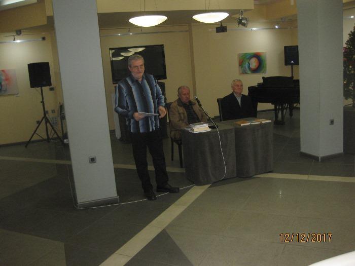 КРИТИКЪТ Никола Иванов против лустрото на балната зала