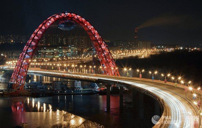 СВЕТЛИНИТЕ на нощна Москва
