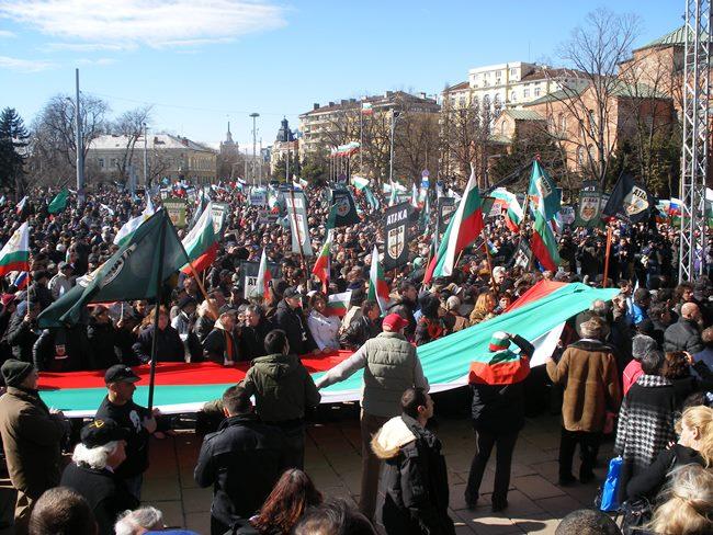 Волен Сидеров: Нарушено ли е международното право при ударите срещу Сирия?