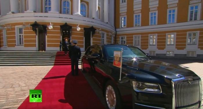 ЗАПАДЪТ виждаше Путин на велосипед, пък той на руска лимузина