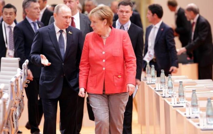 МЕРКЕЛ и МАКРОН на килимчето при Путин