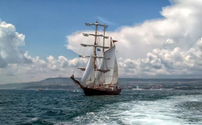 """Ветроходът """"Калиакра"""" ще разхожда пасажери за празника на Варна"""