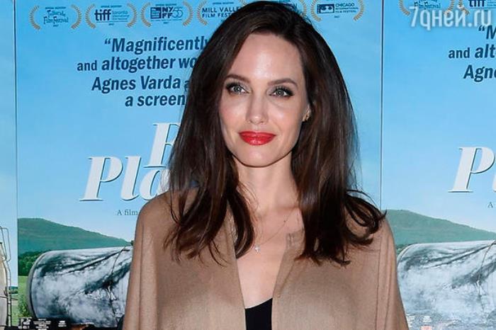 Фаворитката на Холивуд Джоли в психиатрия
