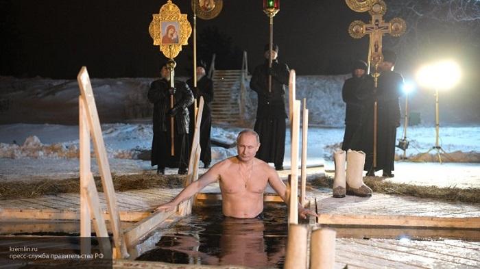 ПУТИН участва в Светите кръщения в ледена вода